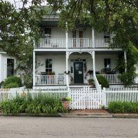 The Roanoke Island Inn, Manteo?